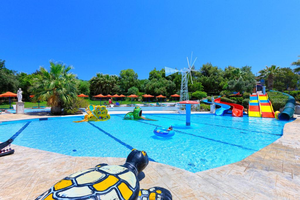 Детские горки в аквапарке Water City на Крите