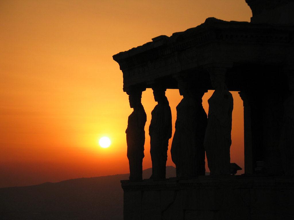 Храм Эрехтейон на закате