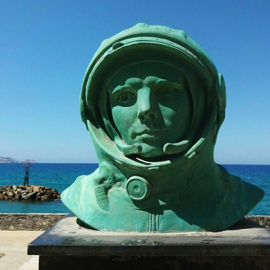 Памятник Ю.Гагарину на Крите, Ираклион