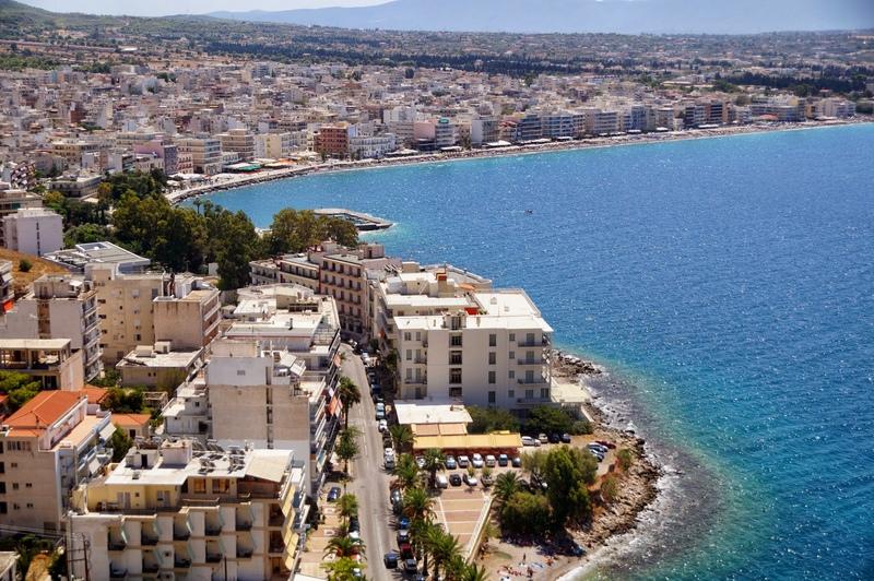 Город Лутраки в Греции