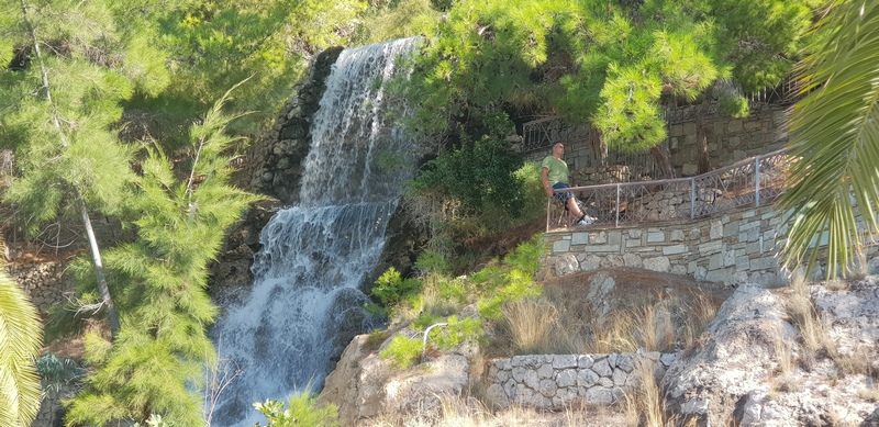 Город Лутраки, водопад с термальной водой