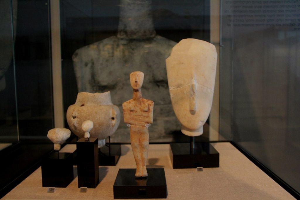 Экспозиция музея кикладского искусства в Афинах